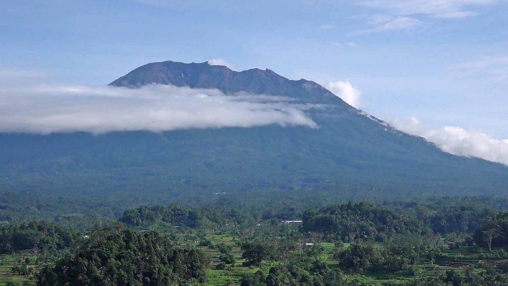 シデメン村からのアグン山