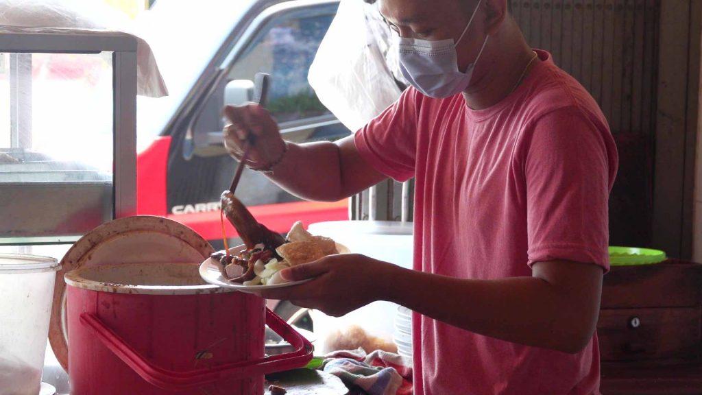 シガラジャ名物料理シオバック