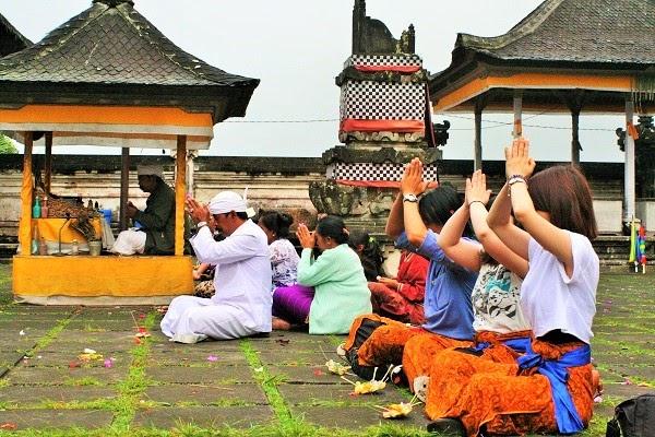 バリ島文化:トリ・ヒタ・カラナと祈り参拝体験