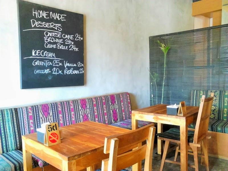 バリ島スミニャックのレストラン、ワルン・カズ