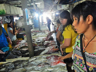 バリ島の魚市場ジンバランのシーフードBBQ