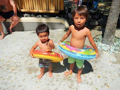 バリ島家族で遊ぶ巨大プールウォーターボム