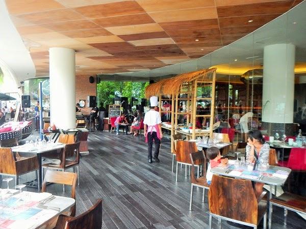 バリ島ビーチウォークのおすすめレストラン、サンデーブランチ
