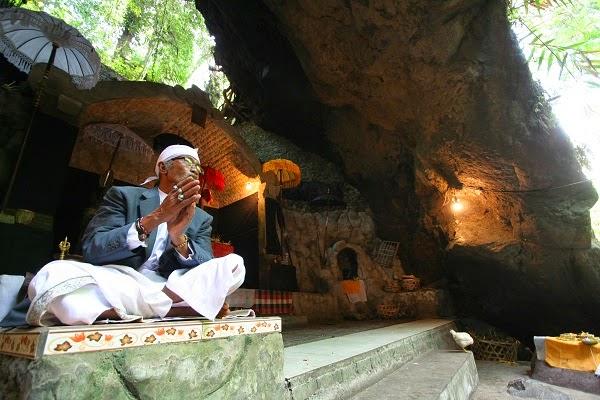 バリ島:ゴアラワ寺院からブサキ寺院へ、死者の魂が辿る道